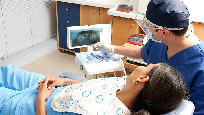 Включена ли в полис ДМС стоматология?